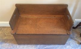 BENCH/TOY CHEST