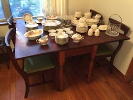 Antique 19th C. American  solid Cherry wood drop leaf table with 6 Duncan phyfe chairs in great condition!