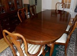 "Thomasville dining table with two 20"" leaves and full set of pads.  Table width is 44"", length when closed is 68"", extends to 88"" with one leaf and 108"" with both leaves.  Comes with 2 arm chairs and 6 side chairs."
