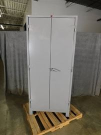 Lyon Heavy Duty Locking Cabinet Minor Shipping Dam ...