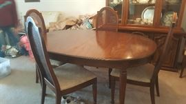 Dining room table comes with 6 chairs and leaf