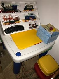 KIDS LEGO TABLE AND 2 CHAIRS