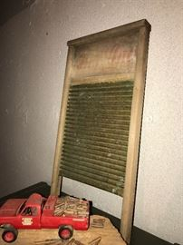 ANTIQUE WASHBOARD