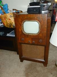 Cool little vintage Console TV..beautiful cabinet!