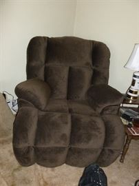 Beautiful new oversize electric recliner