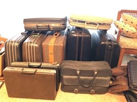 Several pieces of samsonite and other vintage luggage