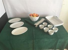 Platters, Casserole Dish, Fruit Bowl https://www.ctbids.com/#!/description/share/7718
