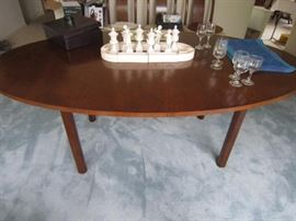 Med Century dining table with 3 leaves and 5th leg
