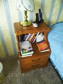 Wood night stand with 2 drawers