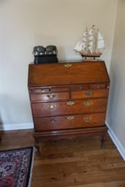QUEEN ANNE STYLE LADY'S DESK