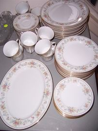 NORITAKE  CONTEMPORARY FINE CHINA MEMORY 2882