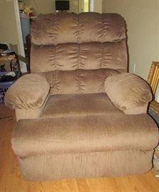Oversized recliner