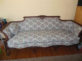 GORGEOUS ANTIQUE COUCH IN EXCELLENT CONDITION