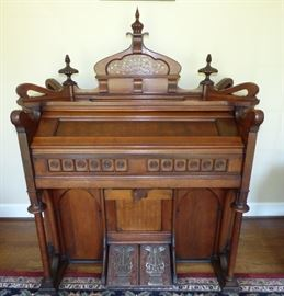 Exceptional antique pump organ by Boyd Organ Co. Chicago & London