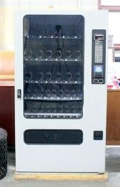 "FSI Model 3141 Electronic Programmable Snack Vending Machine, SN# 107385099116, Includes Key, Powers Up, 37.5""W x 68""H x 31""D"