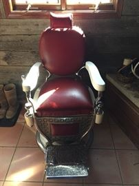 Antique barber chair Excellent condition everything works