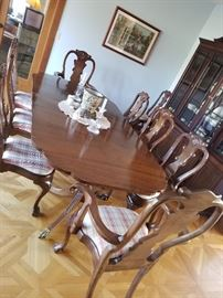CUSTOM MADE DINING ROOM TABLE AND CHAIRS BENCH  MADE DOUBLE PEDESTAL  WITH LEAVES  OPENS TO 120 INCHES $  1400.00 CAN BE PURCHASED RITE AWAY