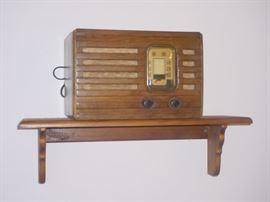 old table radio, works
