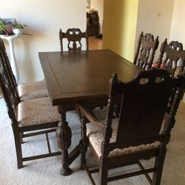 ANTIQUE BAVARIAN DINING TABLE AND 6 CHAIRS