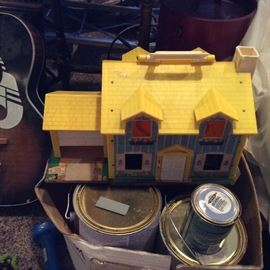 ONE OF TWO VINTAGE DOLL HOUSES