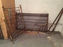 ANTIQUE BRASS YOUTH BED