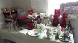 Christmas Tree by Spode. Retro mid-century glasses and glass sets