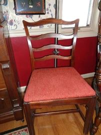 4 of these vintage chairs