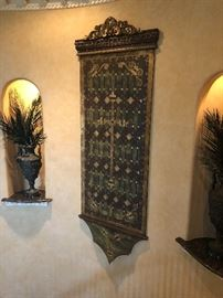 Lovely wall hanging with 2 large urn arrangements