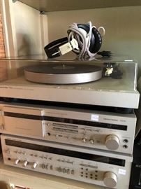 Vintage Audio - turntable, Receiver, cassette player Harmon Kardon