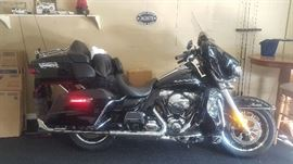 2014 Electra Glide Ultra Limited Beautiful. 15,600 Miles.  Garage Stored. SERIOUS INTEREST? Call 386-409-1902 for an appointment to view before the sale dates.