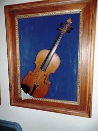 Unique violin art