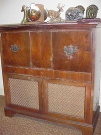 Another view of the Philco radio/stereo