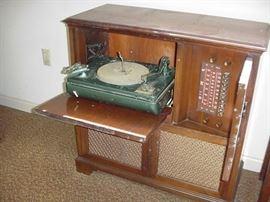 Philco turntable, radio in cabinet, 1940s