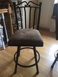 We have 4 of these counter height stools and they swivel!