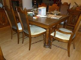 DR Table w/6 chairs & leaves & pads