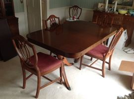 Duncan Phyfe Dining Table / 6 Shield Back Chairs $ 400.00
