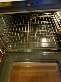 Oven is very clean