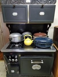 This is a wonderful vintage stove works great from 1968