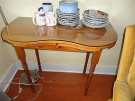 NICE EXPANDABLE TABLE WITH GLASS TOP