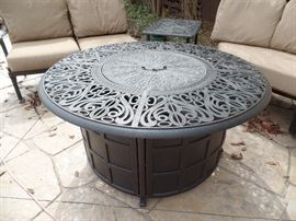 Like New- Hanamint - Gas Fire pit/table.  Purchased 1 yr old from Great Escape