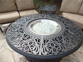Like New- Hanamint - Fire pit/ table w/gas fire -  Purchased 1 yr old from Great Escape