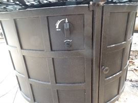 Fire pit table w/gas fire - Like New, Purchased 1 yr old from Great Escape