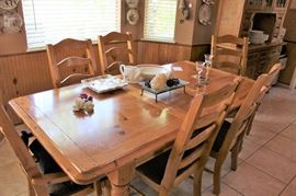 furniture Pine refined table and chairs