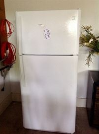 Kenmore 18 cubic ft. 2015 refrigerator