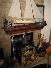 Ship model, quality display. Titanic collectibles