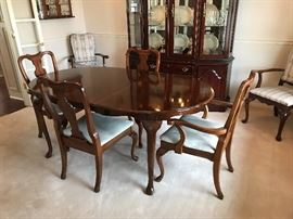 Pre Sale Item, Table with 6 Chairs