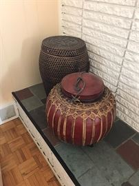 WICKER AND WOOD DECORATIVE PIECES