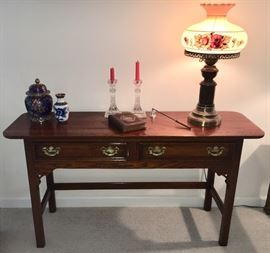 Oak console table (Lexington) with cloisonné ginger jars, pair of Waterford candlesticks and vintage lamp.