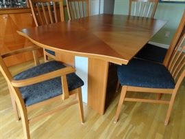 House of denmark dining table with 6 chairs