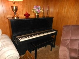 Cable Nelson upright piano in good condition